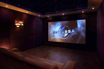 transformer une piece en salle de cinema