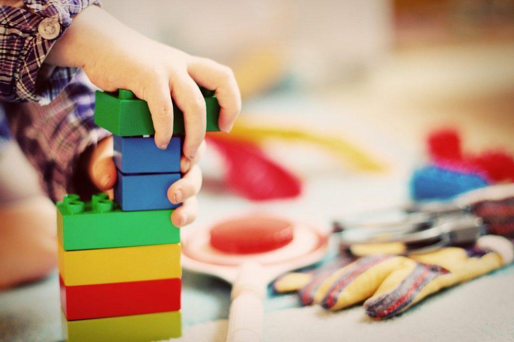 garder maison propre et rangee avec des enfants