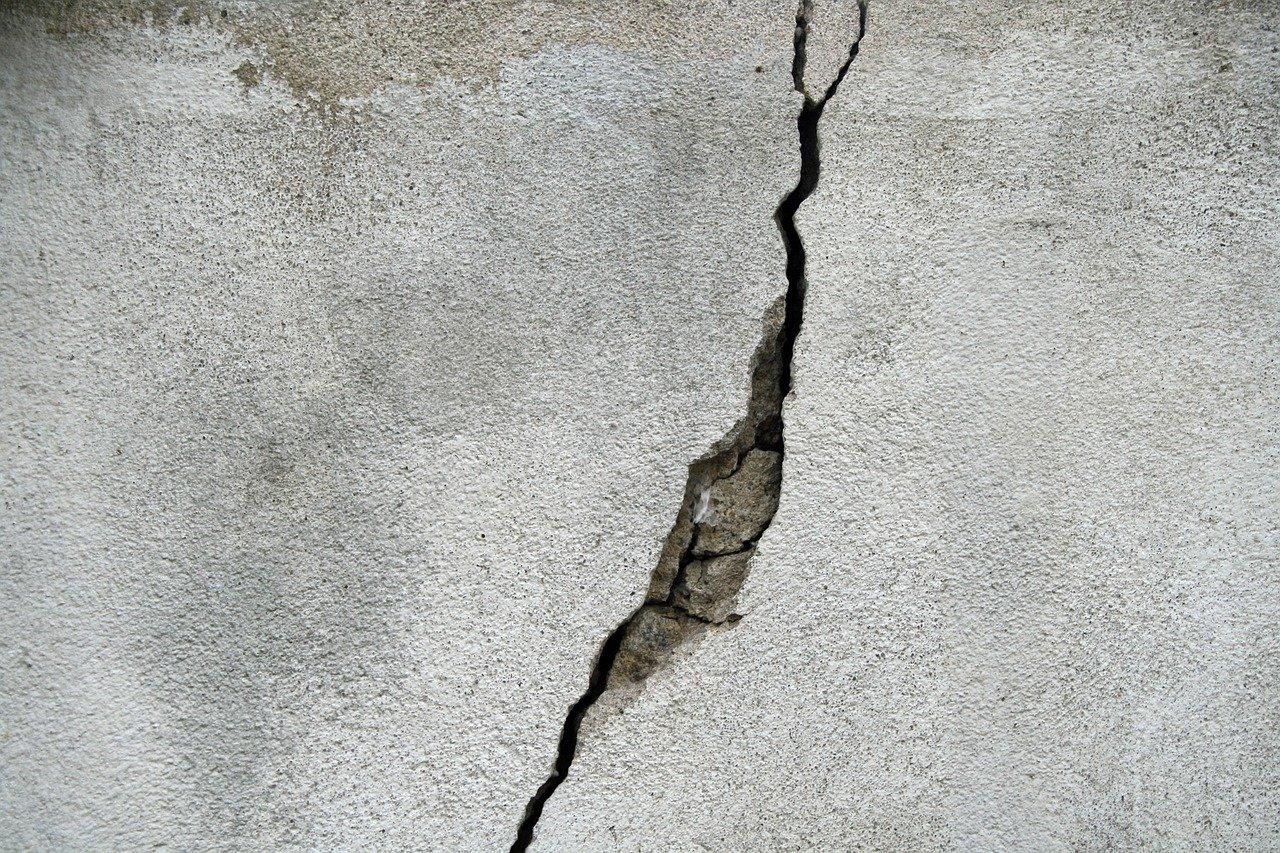raisons fissures de murs