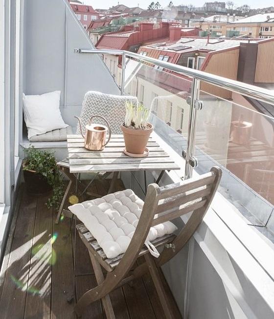 Reformez votre terrasse.  Terrasse avec parapet en verre