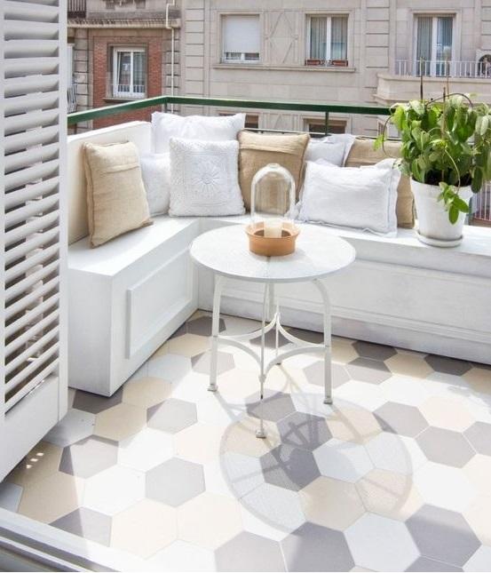 Reformez votre terrasse.  Terrasse avec sol en mosaïque