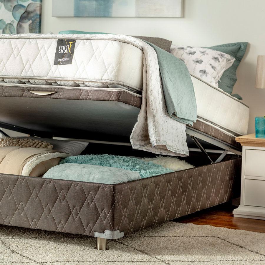 Les lits pliants vous permettent de ranger de la literie ou d'autres objets, qui resteront cachés.