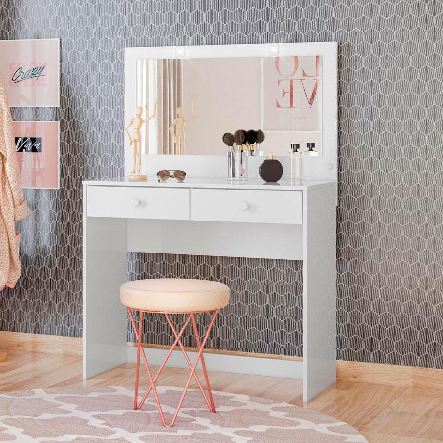 Une commode embellira votre chambre et vous donnera de l'espace pour ranger de petits objets - parfait pour le maquillage !