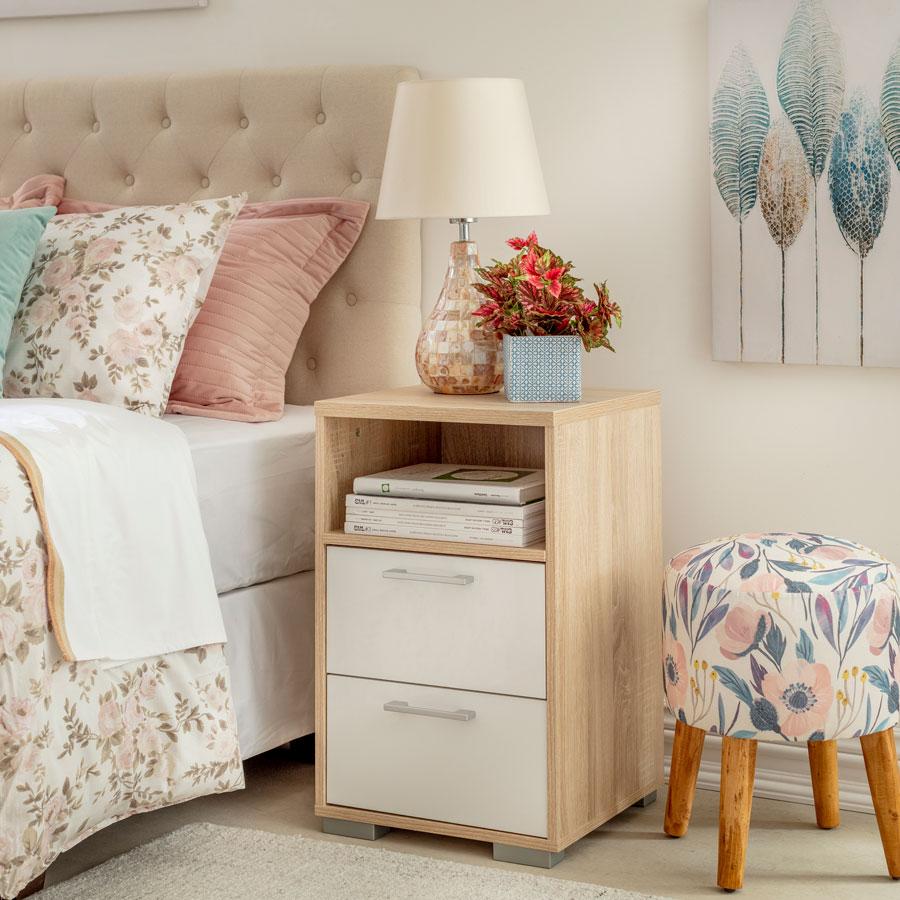 Il existe des tables avec des tiroirs et des étagères, ce qui vous donnera plus d'espace pour ranger ce dont vous avez besoin.